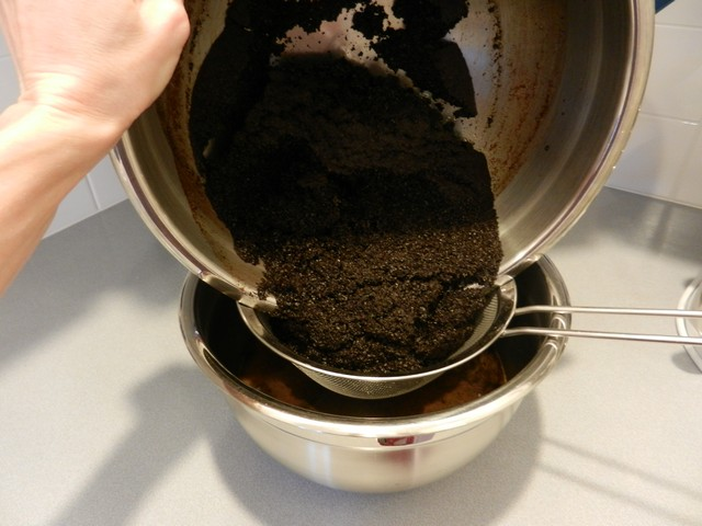 Used coffee grounds, draining