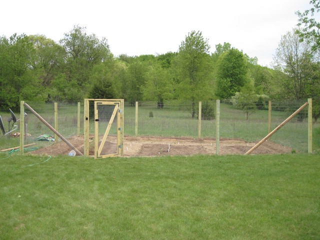 Fence for Home Gardens Using Fencing Wire Chicken Netting The