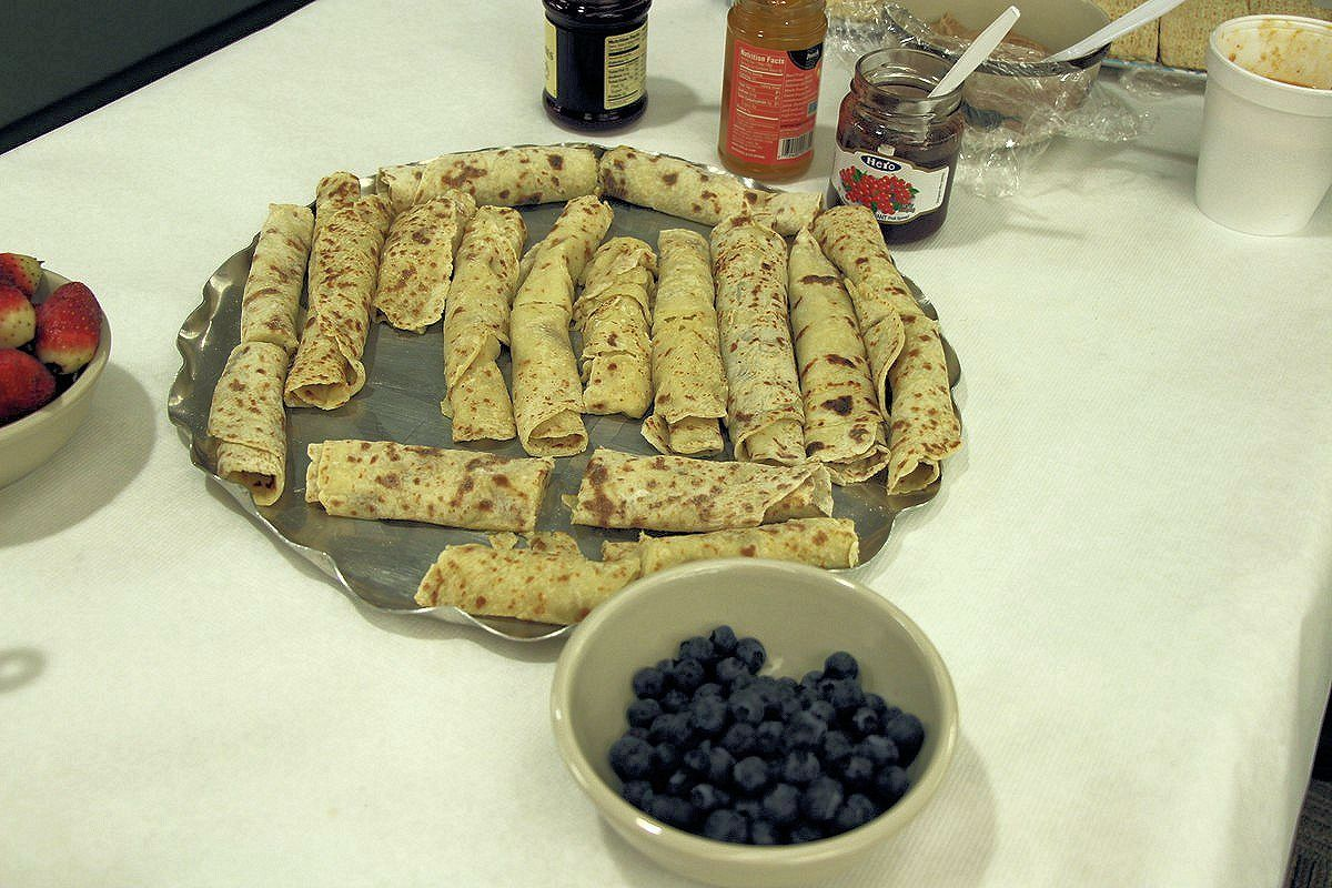 Serving traditional Norwegian potato lefse. Recipes and pictures.