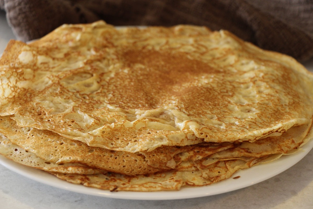 Norwegian pancake recipe; Authentic Norwegian recipe w picture guide, how to make them large, soft, and very thin.