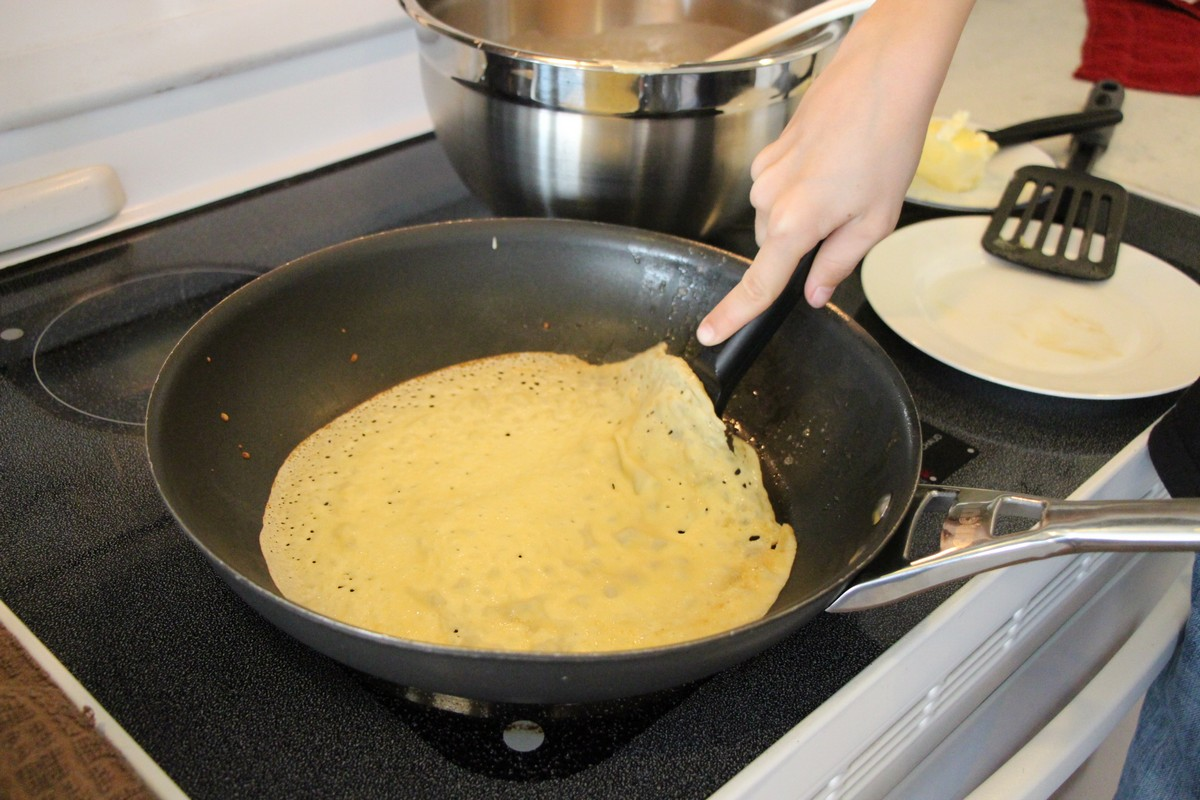 Norwegian pancakes, loosening from skillet