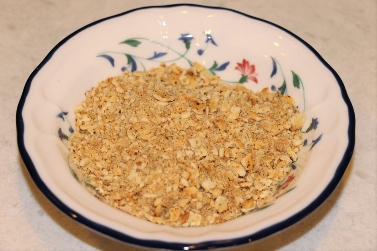 Crushed crackers for Norwegian fiskegrateng, fish casserole.