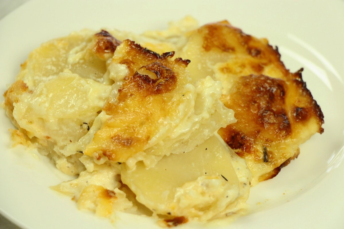 Ultimate scalloped potatoes, picture tutorial. Cheese and sour cream, excellent recipe!