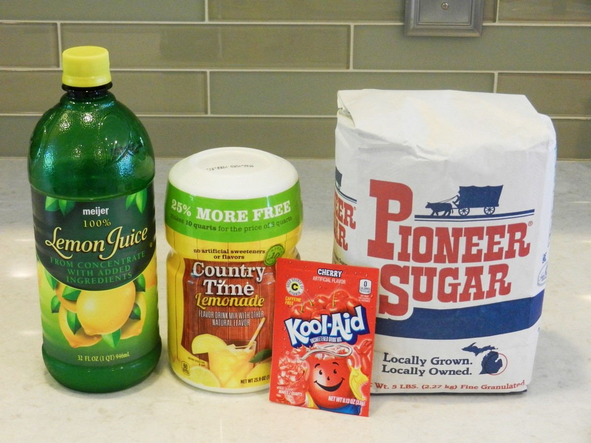 Ingredients for the best-ever flavored lemonade on a budget. Recipe.