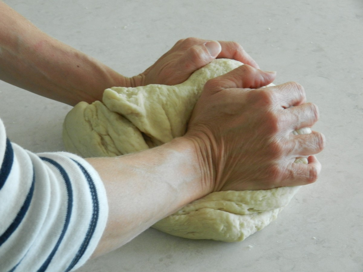 Kneading dough, making soft, flavorful flour tortillas. Recipe and pictures.